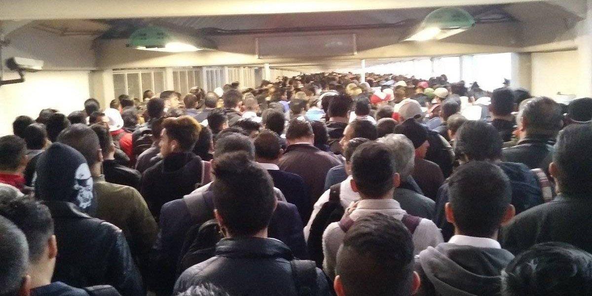 ¿Qué pasa en la Línea 1? Usuarios del Metro reportan retrasos de hasta una hora