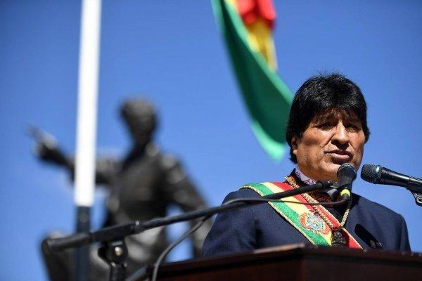 """Evo Morales aseguró que la bandera de Bolivia """"pronto flameará en el Pacífico"""""""