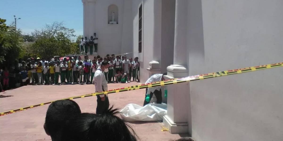 El misterio del hombre que falleció en el atrio de una iglesia
