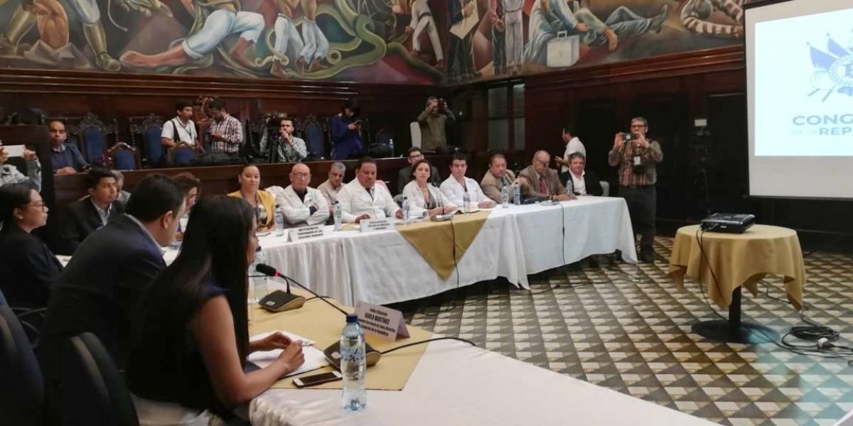 Diputados, autoridades de salud y médicos se reúnen en busca de acuerdos