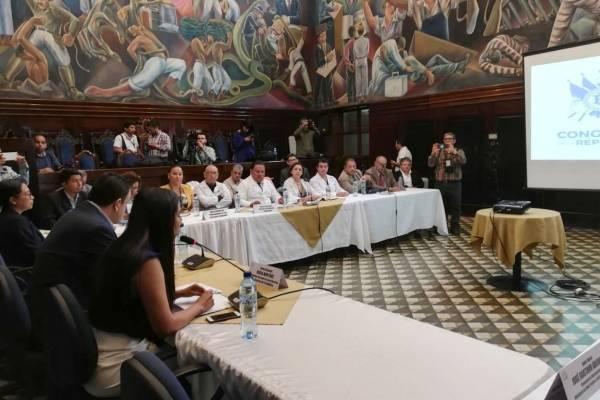 reunión en el Congreso por petición de médicos para incremento salarial