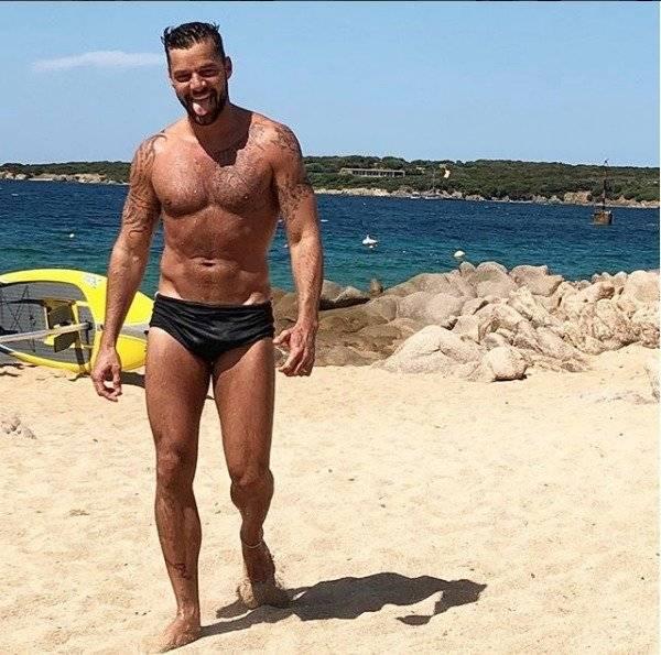 Ricky Martin es un cantante, actor y escritor puertorriqueño nacionalizado español