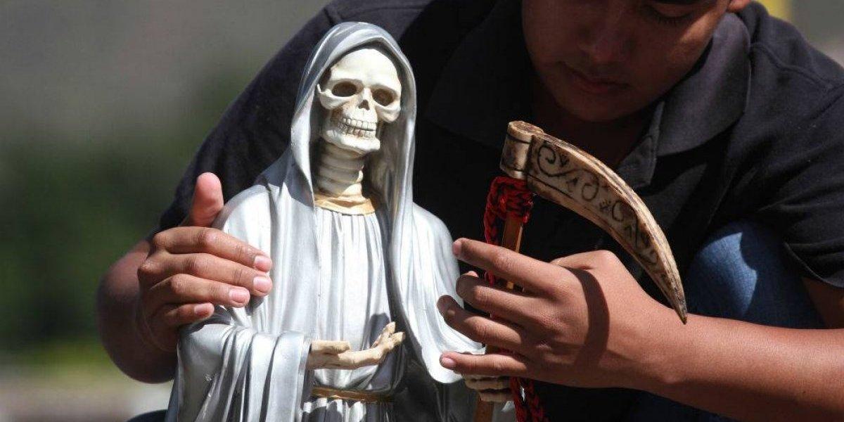 Celebran y honran a la Santa Muerte de Tepatepec