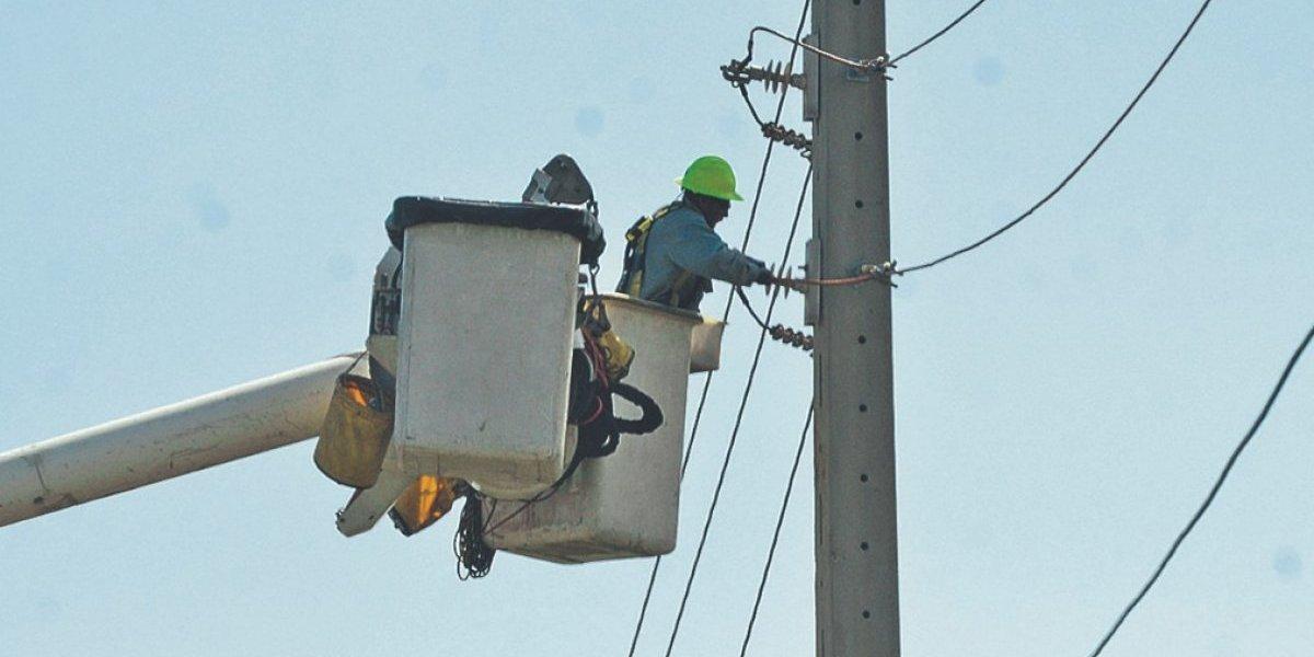 AEE atiende evento que dejó sin energía sectores en Aguas Buenas y Caguas