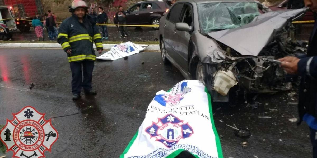 Aparatoso accidente de tránsito deja 2 fallecidos y 4 heridos