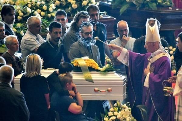Funeral de las víctimas del derrumbe de un puente en Italia