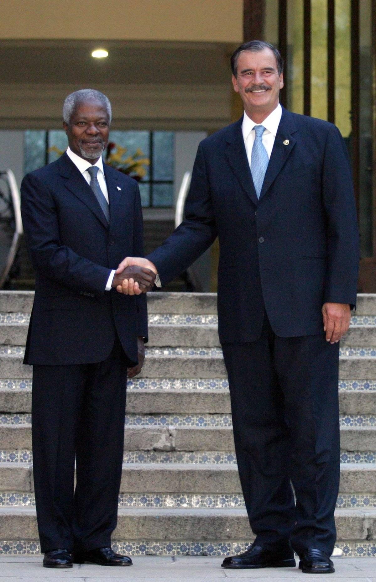 Kofi Annan conoció a los últimos tres presidentes de México. En la foto, con Vicente Fox cuando aún era secretario general de la ONU Foto: Cuartoscuro