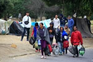 Ecuador: Cientos de emigrantes venezolanos que se hallaban a la intemperie son trasladados a refugios temporales