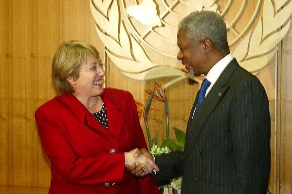 Michelle Bachelet y Kofi Annan