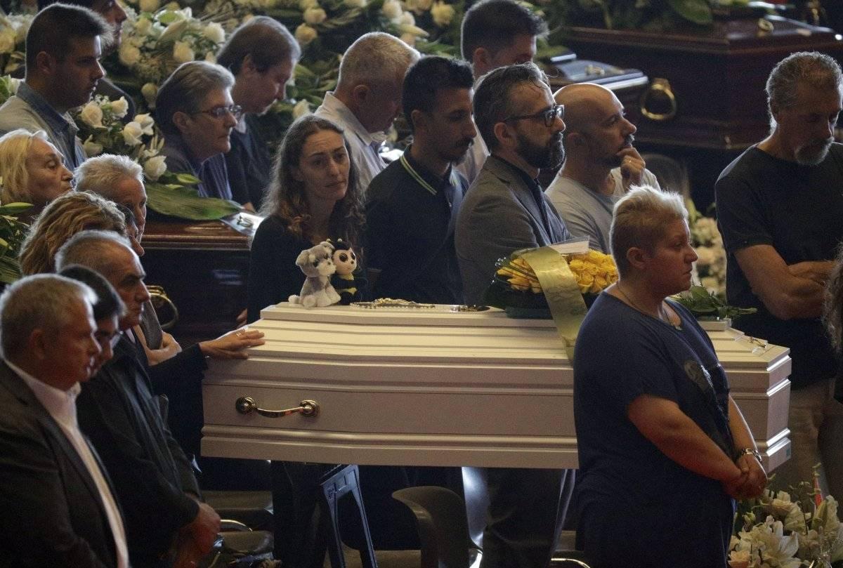 puente en Génova funerales