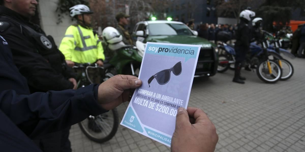 Comercio ambulante en pie de guerra: alcaldesa de Providencia se querellará por ataque a fiscalizador municipal