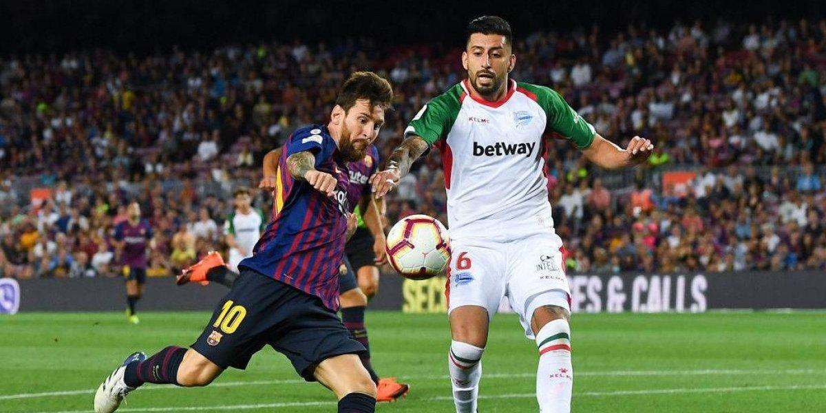 Con cinco minutos de Vidal, Barcelona derrotó al duro Alavés de Maripán en su estreno en la Liga