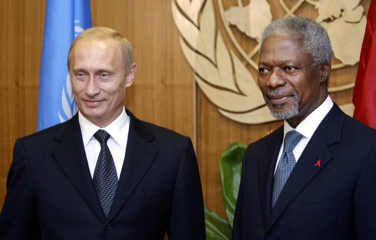 Kofi Annan con el presidente de Rusia, Vladimir Putin en 2003