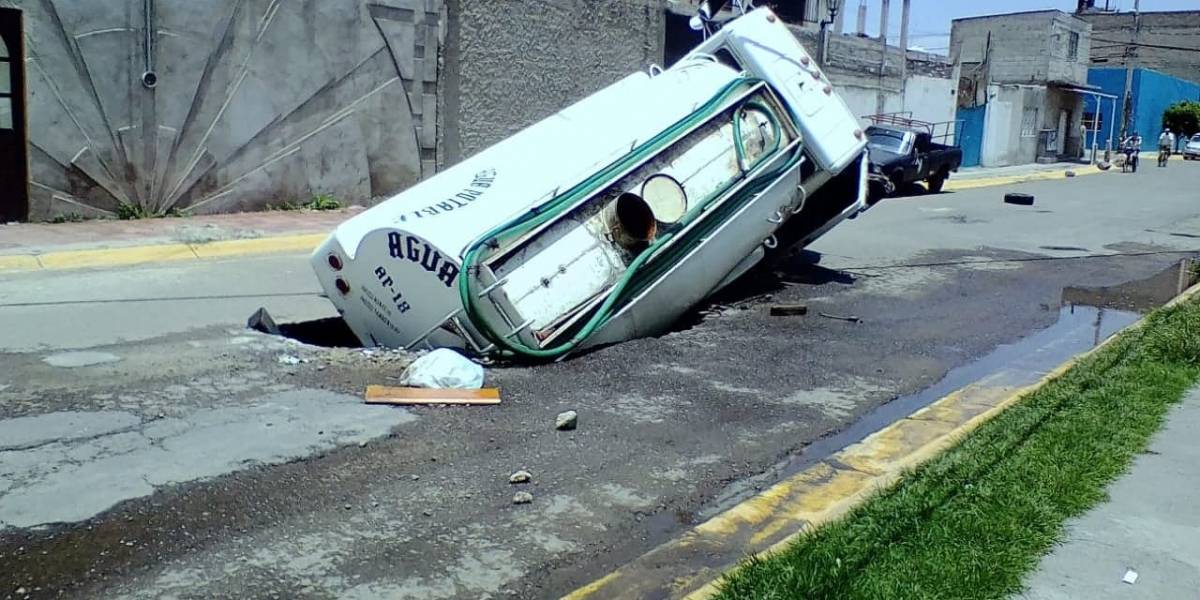 Vecinos acusan severos daños a casas por socavón en Ecatepec