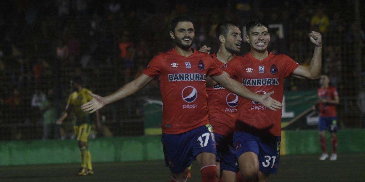 Municipal celebra en el último minuto con un gol de Pedro Samayoa