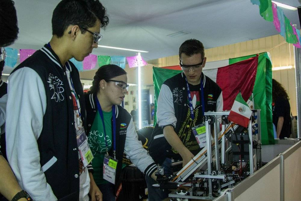 AMLO asegura que impulsará a la ciencia y tecnología