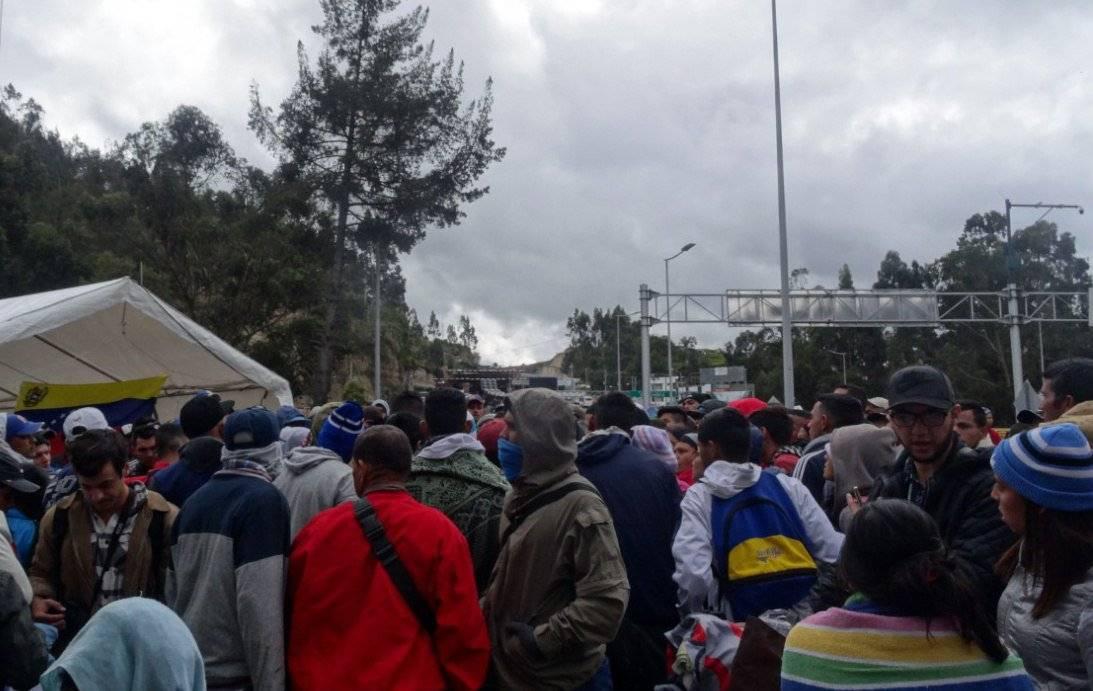 Venezolanos sin pasaporte logran ingresar en Ecuador en su camino a Perú EFE