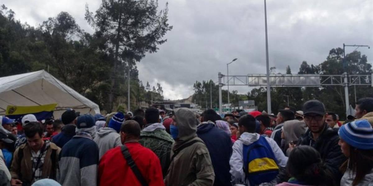"Venezolanos varados en frontera con Ecuador piden ""ruta humanitaria"""