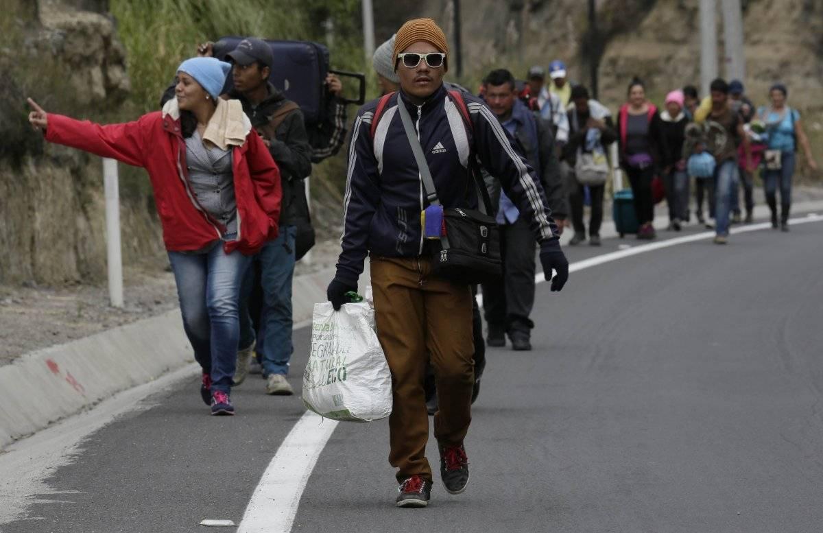 Venezolanos sin pasaporte ingresaron a Ecuador en su camino hacia Perú AP