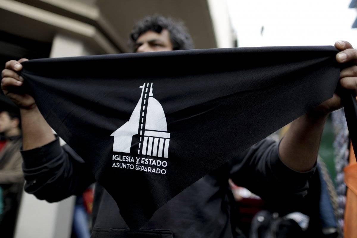 Miles han iniciado el proceso de Apostasía, que implica la renuncia a la iglesia católica Foto: AP