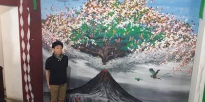 La pintura del japonés recuerda a las víctimas y la ayuda de muchas personas.
