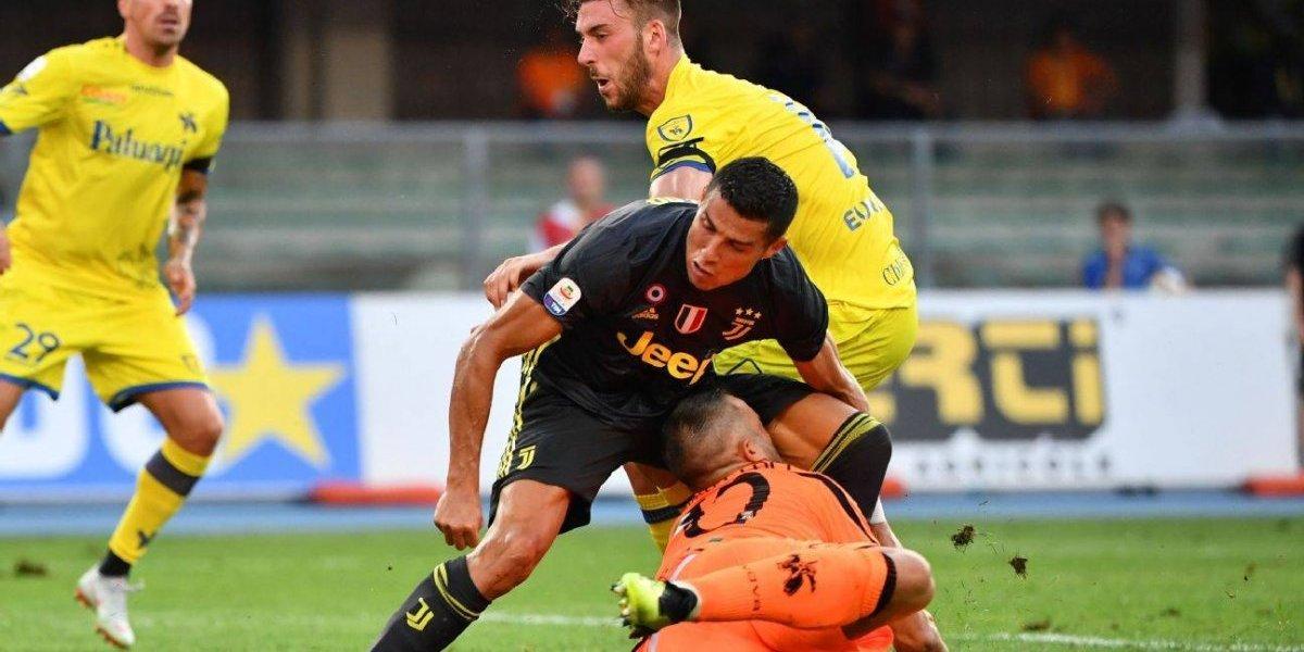 El portero del Chievo habló tras el rodillazo de Cristiano Ronaldo