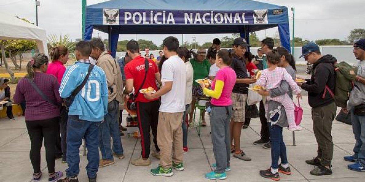 """Venezolanos cruzan frontera sin pasaporte y otros piden """"ruta humanitaria"""""""