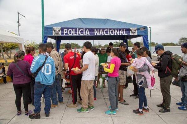 Menos de medio centenar de venezolanos se mantiene en frontera de Ecuador