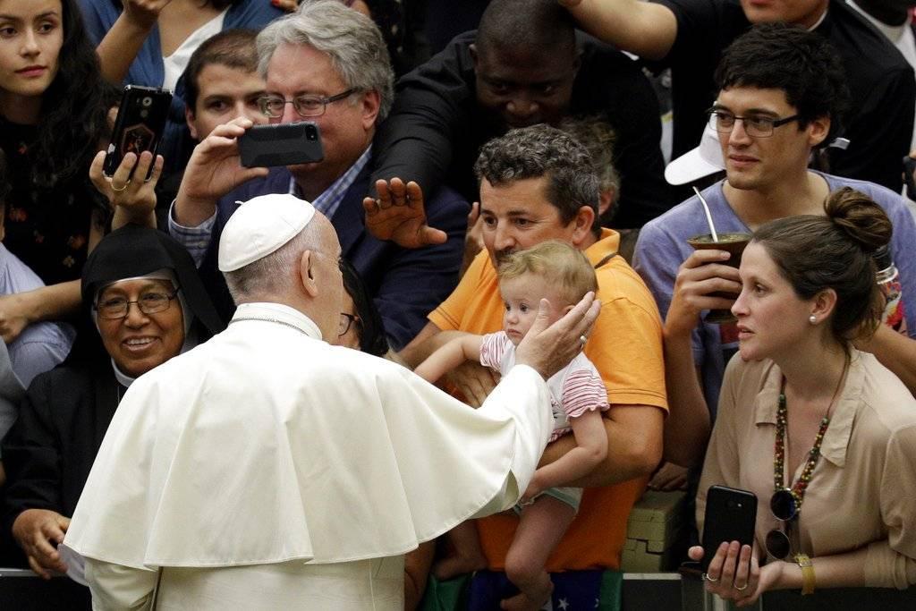 """En una carta publicada este lunes, Francisco afirmó que """" nunca será suficiente lo que se haga para pedir perdón y buscar reparar el daño causado"""" por los abusos a menores por parte del clero en Pennsylvania."""