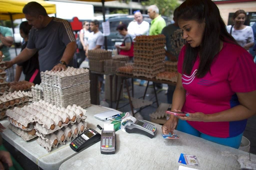"""""""Es un escenario caótico"""": Qué cambia en Venezuela con la nueva moneda al """"bolívar soberano"""""""