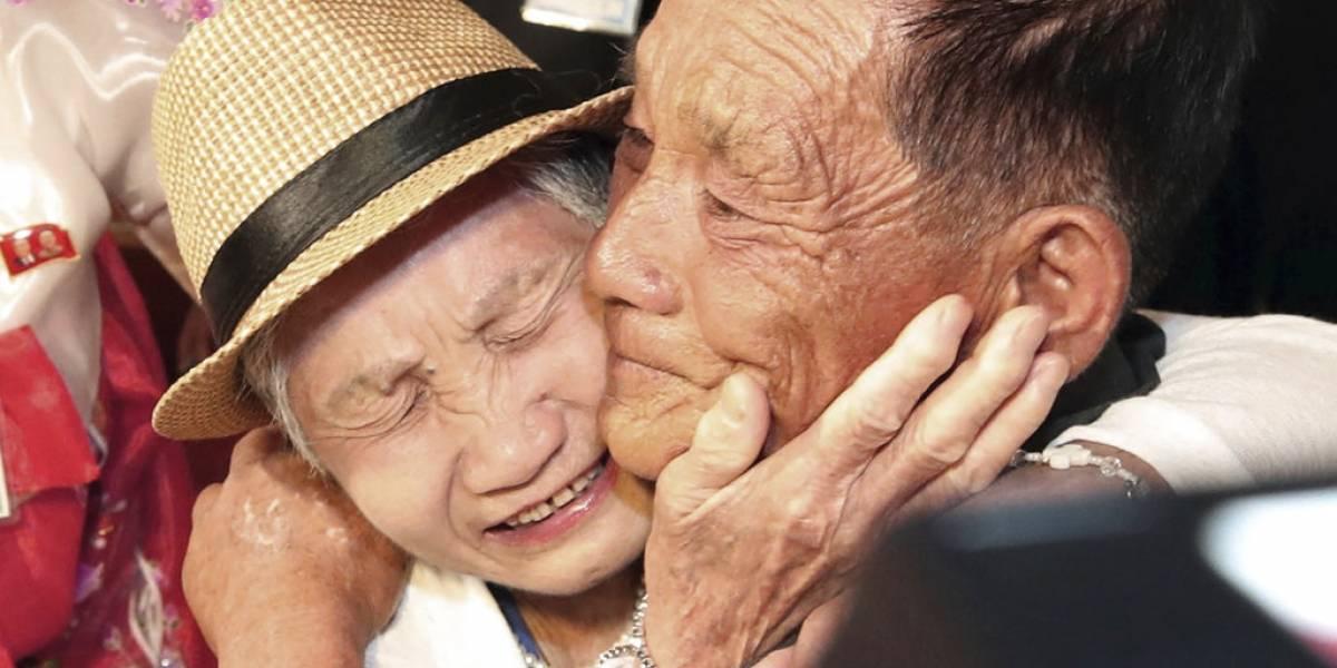 Emotivas imágenes: así fue el reencuentro de decenas ancianos con sus familiares separados en Corea