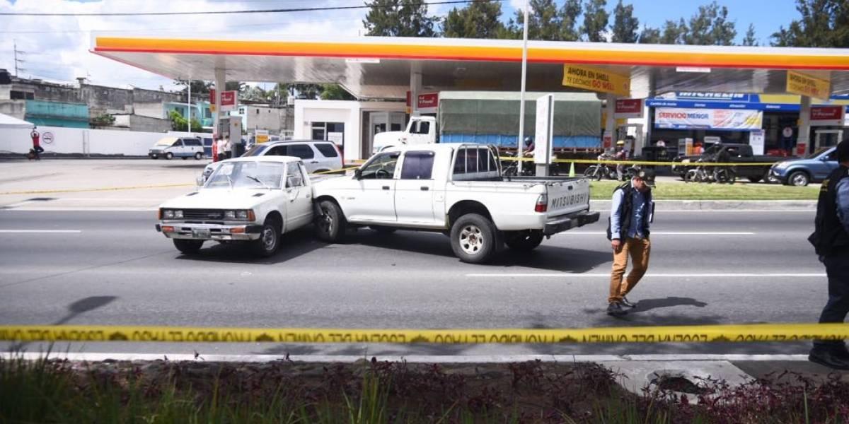 Conductor de vehículo es atacado a balazos en la calzada Roosevelt