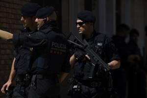 ataqueterroristacomisariacatalunaespana4-ee4916388473aad0011e0049aa46e39d.jpg