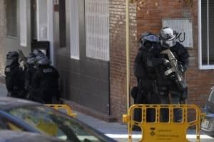 ataqueterroristacomisariacatalunaespana5-fb1f30ed40b7b3d6a5ac4ed7b01405ed.jpg