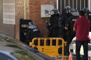 ataqueterroristacomisariacatalunaespana6-ba51ce171c7284033e4dd8bc194fb906.jpg