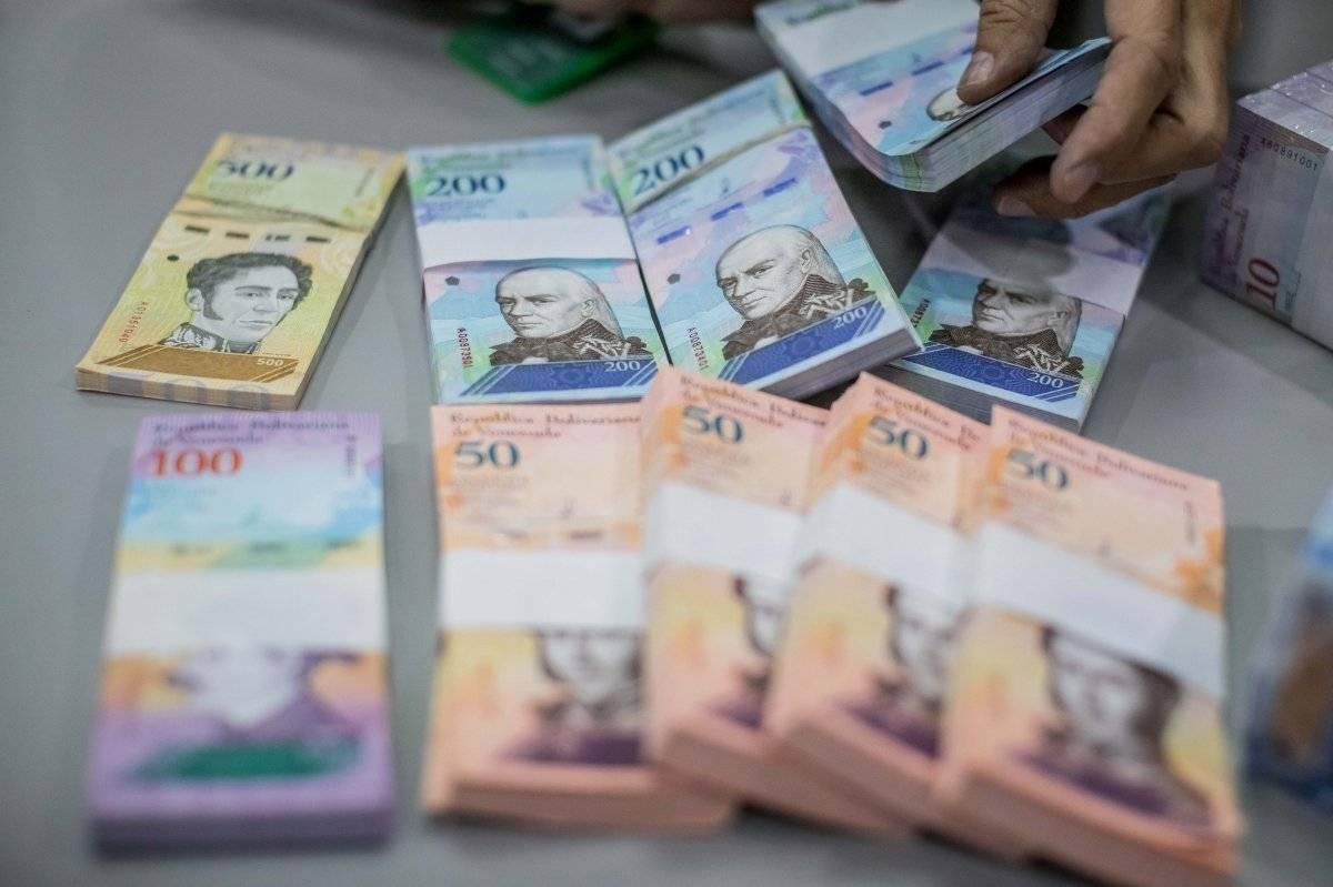 Los 9 dólares extras que mantienen a los venezolanos en la crisis EFE