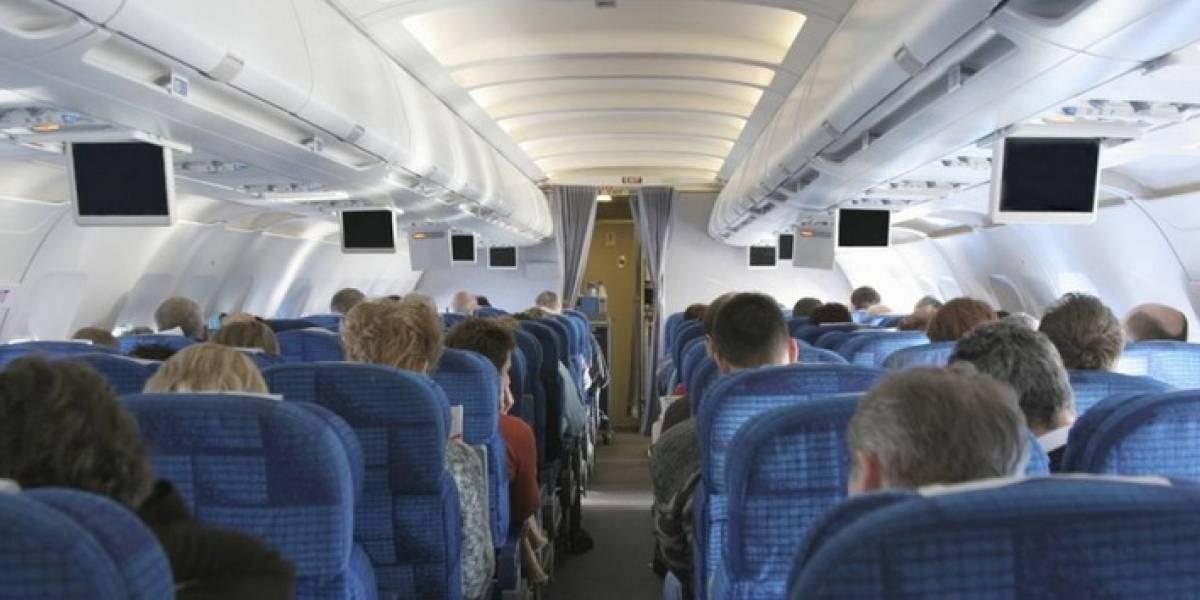Hombre abusa de mujer en pleno vuelo y se defiende con la más insólita de las excusas