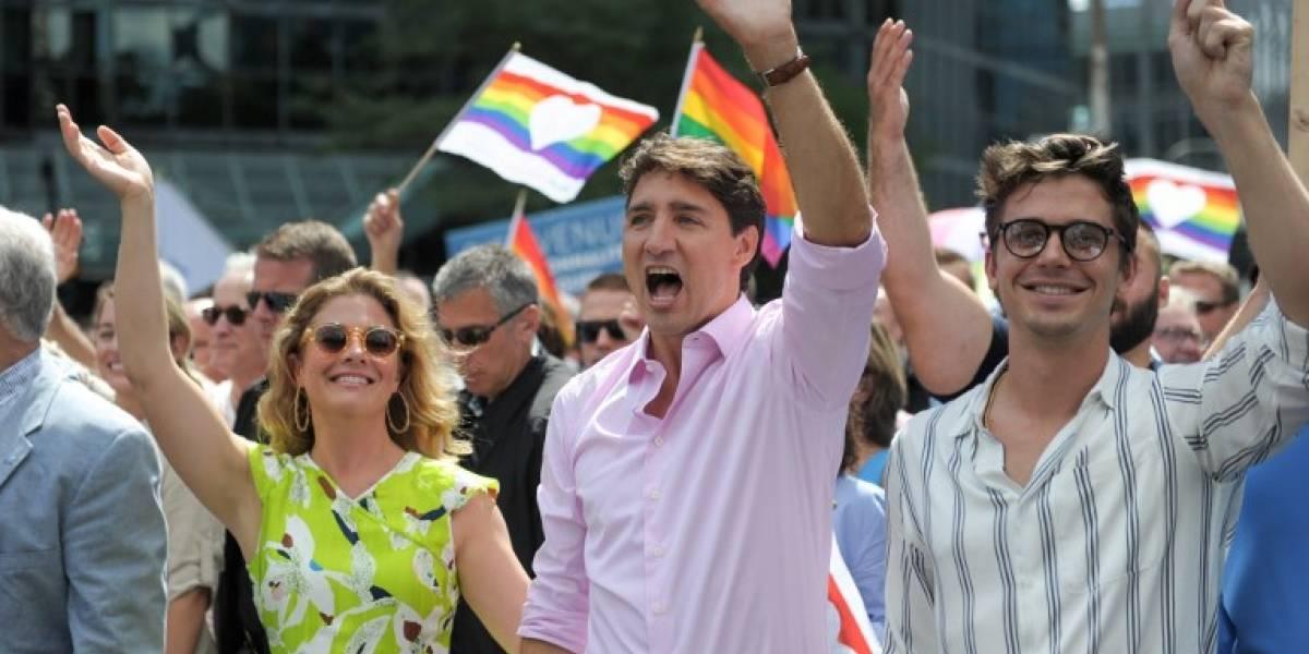 Marcha del orgullo gay de Montreal homenajea a víctimas de la represión