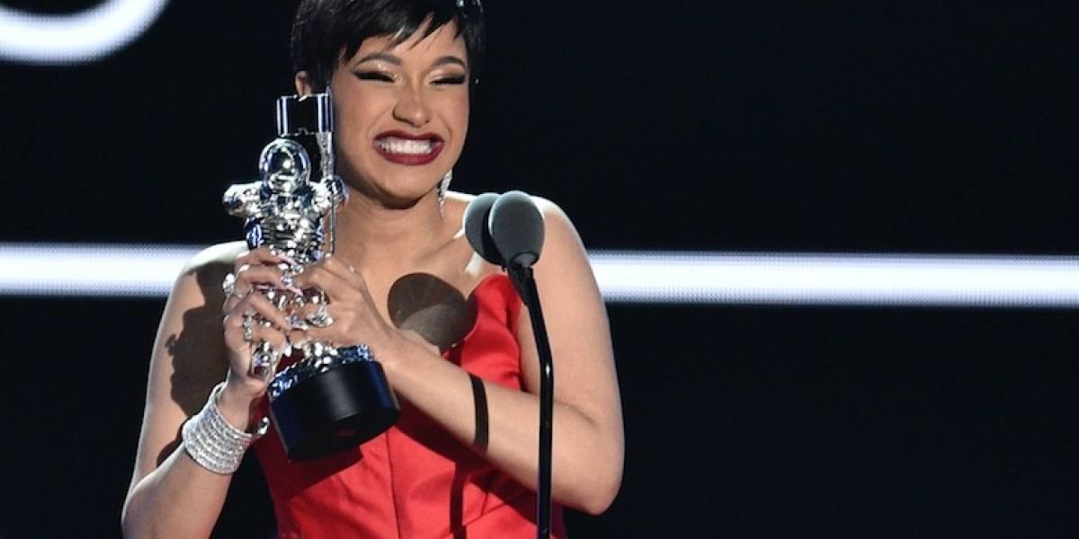 """Cardi B gana VMA por su éxito """"I Like It"""" con Bad Bunny y J Balvin"""