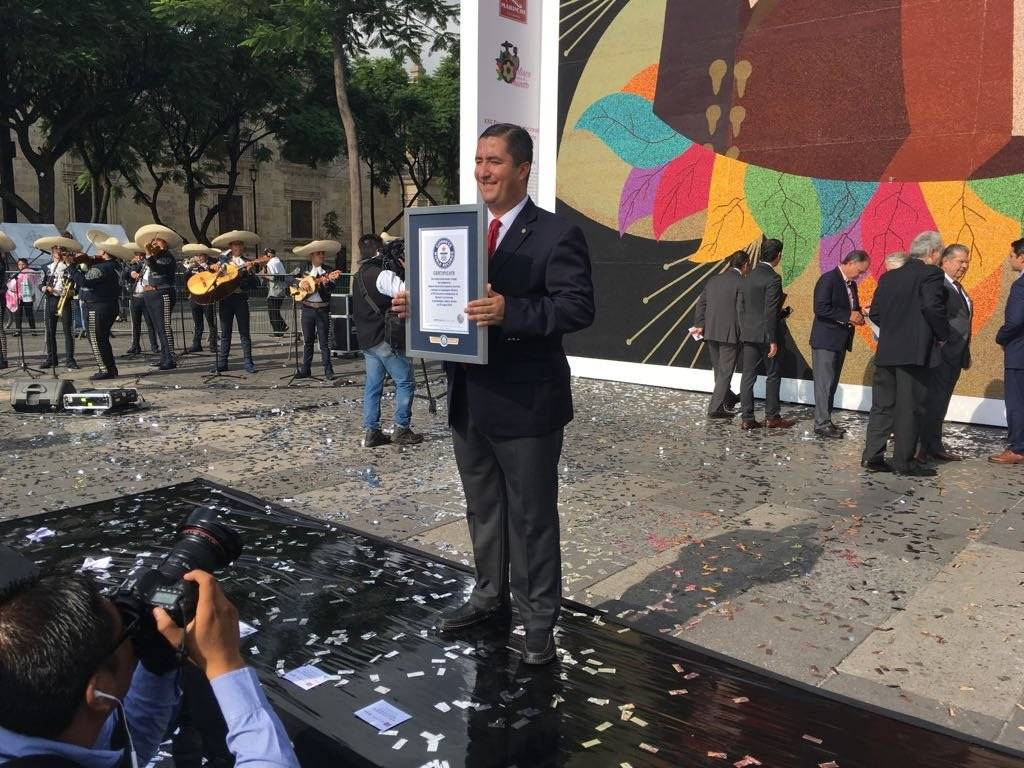 Otro récord de Guadalajara, el mosaico de chaquira más grande del mundo