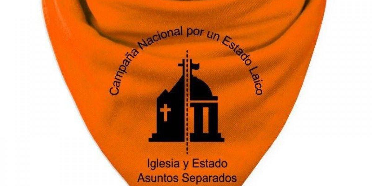 Cambio del pañuelo verde al naranja: Tras rechazo al aborto en Argentina crece la renuncia a la Iglesia católica