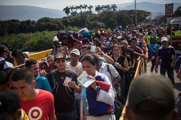Defensoría del Pueblo de Ecuador ejecuta plan apoyo a venezolanos que pasan por frontera Getty Images