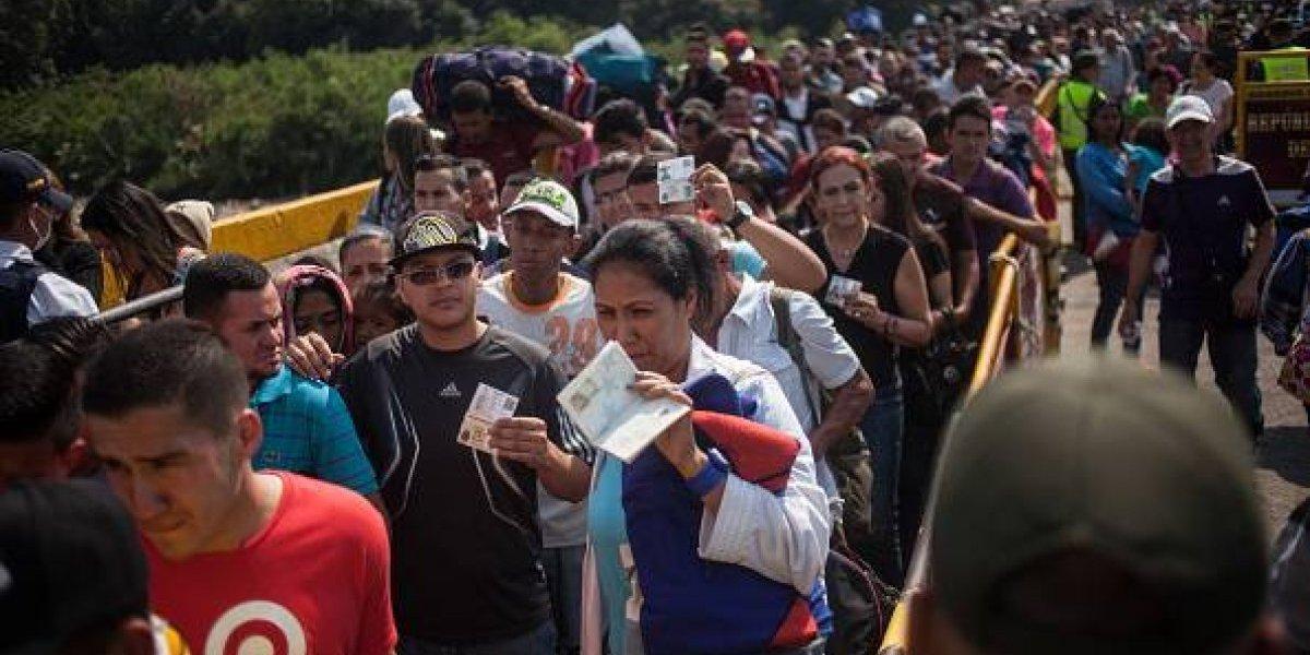 Pedir pasaporte a venezolanos es como el muro en Estados Unidos, según Defensor Público de Ecuador