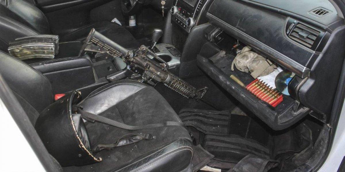 Descubren arsenal oculto en asientos de automóvil