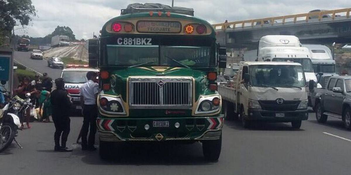 Piloto de autobús muere tras ataque armado en ruta al Pacífico