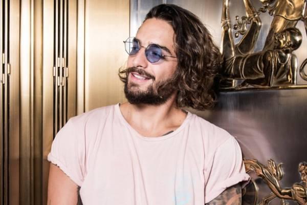 Bailarina le robó beso a Maluma en los MTV VMAs