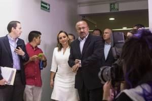 Claudia Ruiz con el ex presidente del PRI, René Juárez