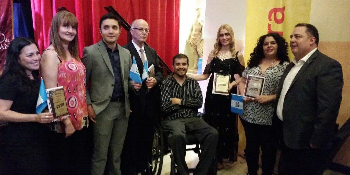 "Le rinden homenaje a siete guatemaltecos ""chambeadores"""