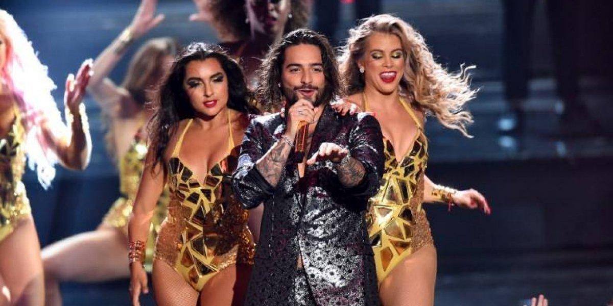 Bailarina no solo besó a Maluma también tocó sus partes íntimas en los VMAs