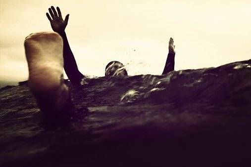 Soñar con morir ahogado puede significar que estás hundiéndote en tus problemas